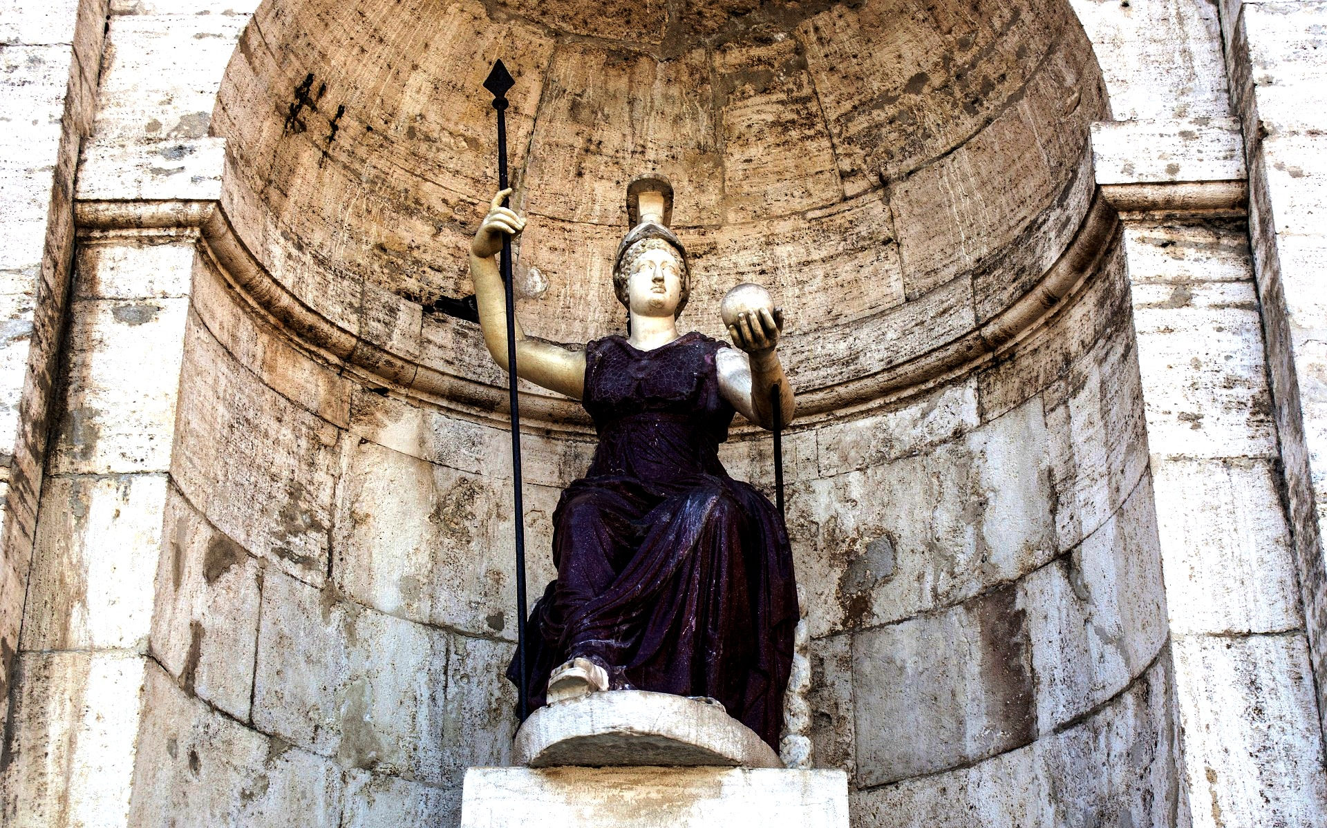 статуя капитолия