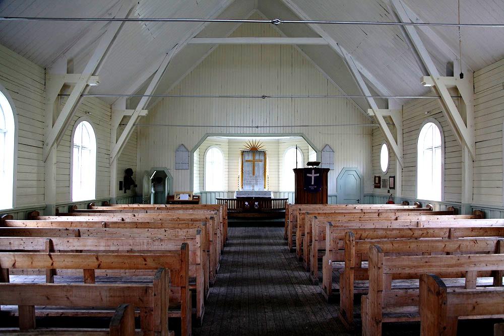 внутри церкви китобоев