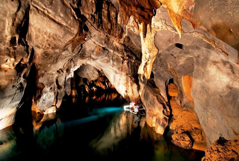 скалы подземной реки
