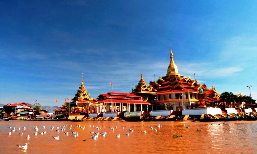 пагода на озере