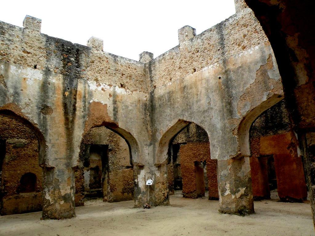руины дворца в занзибаре