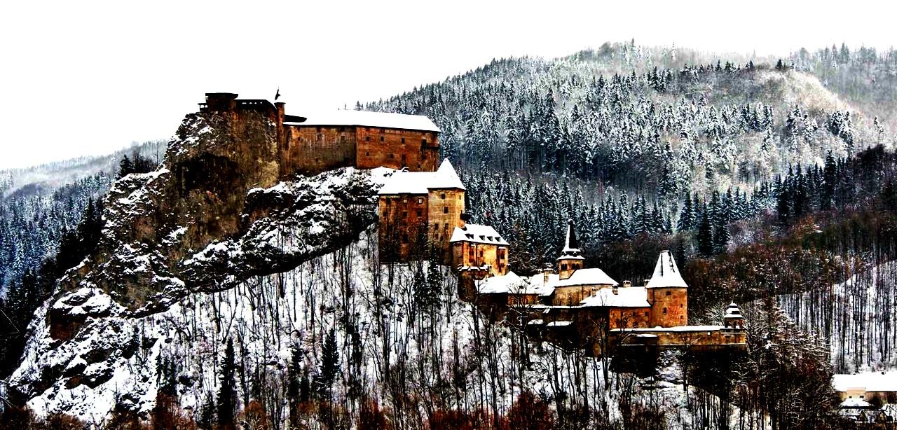 зимний пейзаж оравского града