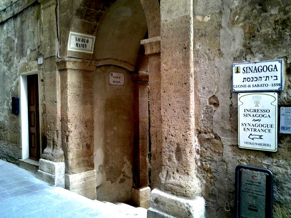 указатель на синагогу