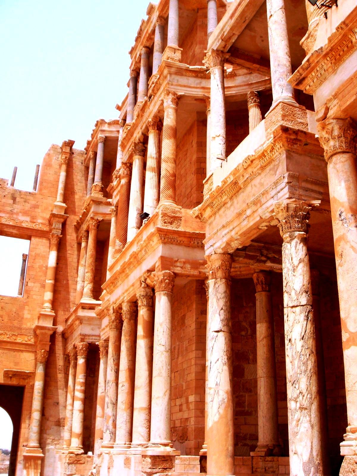 колонны в сабрате