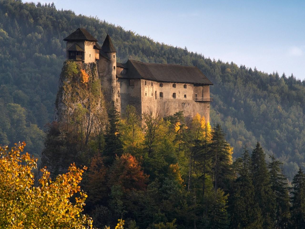 мрачный оравский замок