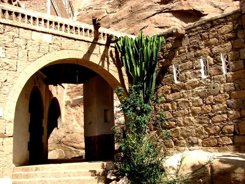 вход в аль-Хаджар