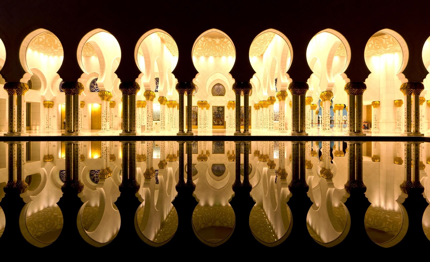 залы мечети шейха
