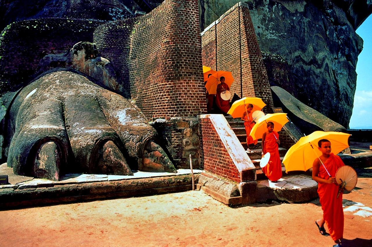 процессия монахов
