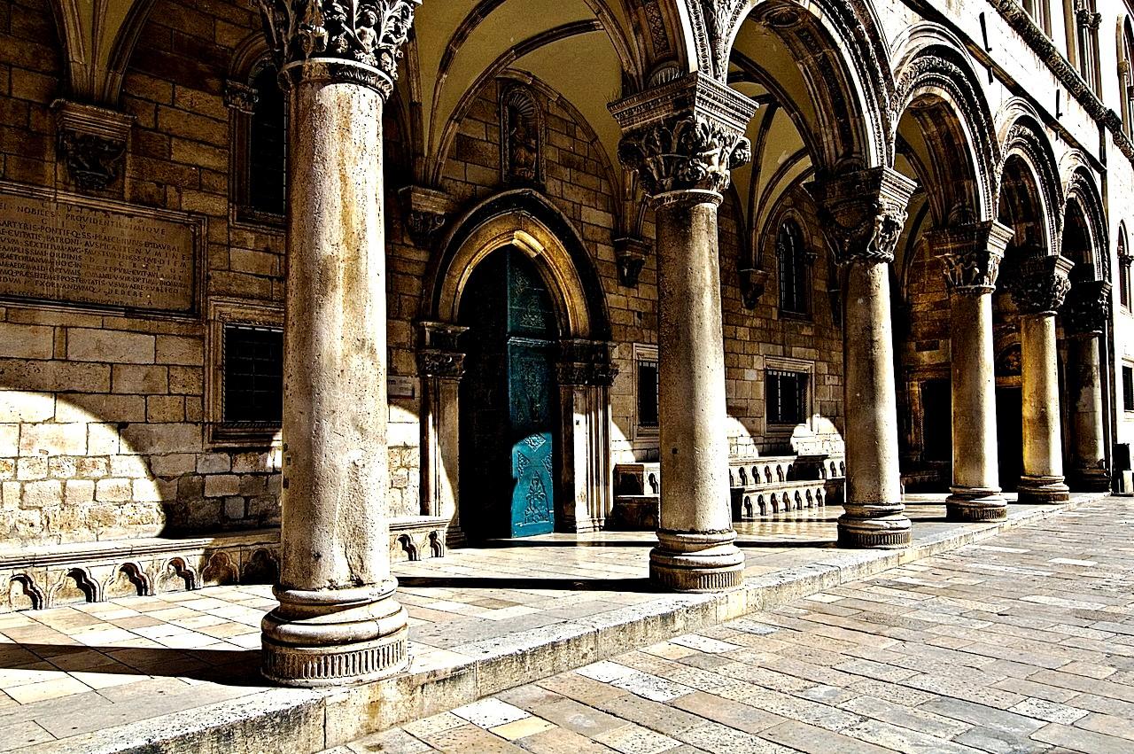 дворцовые колонны