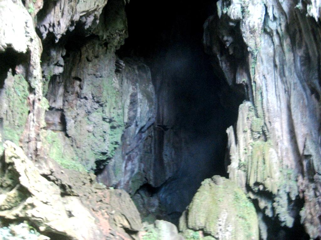 камни в пещере