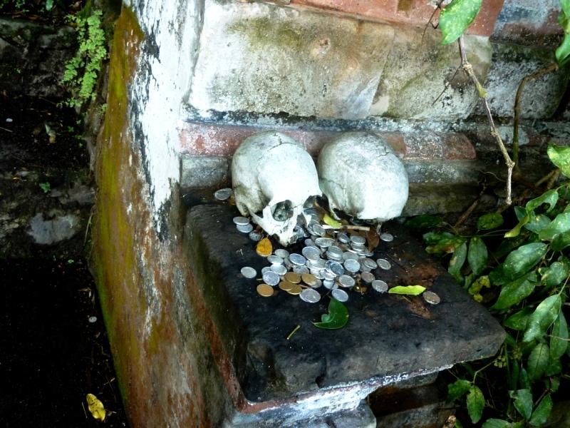 приношения мертвым