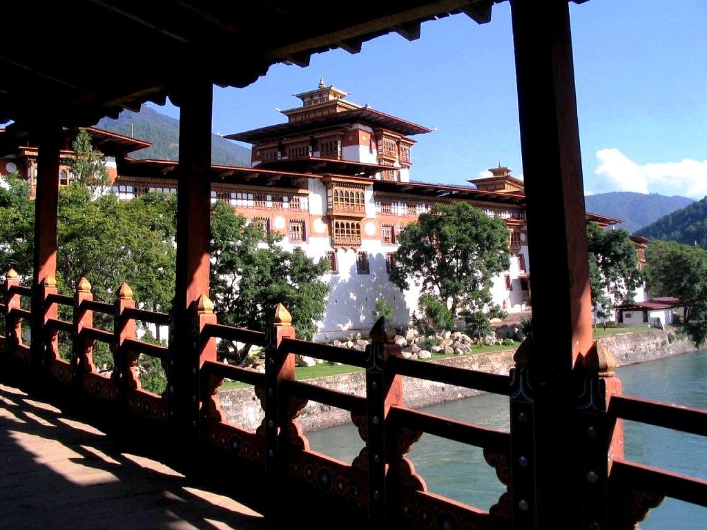 перила моста к пунакха дзонгу