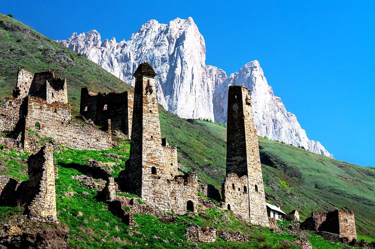 горы и башни
