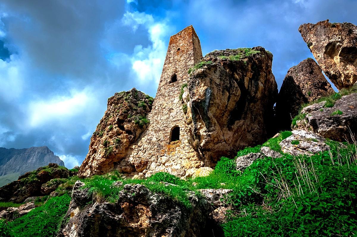 башня в скале