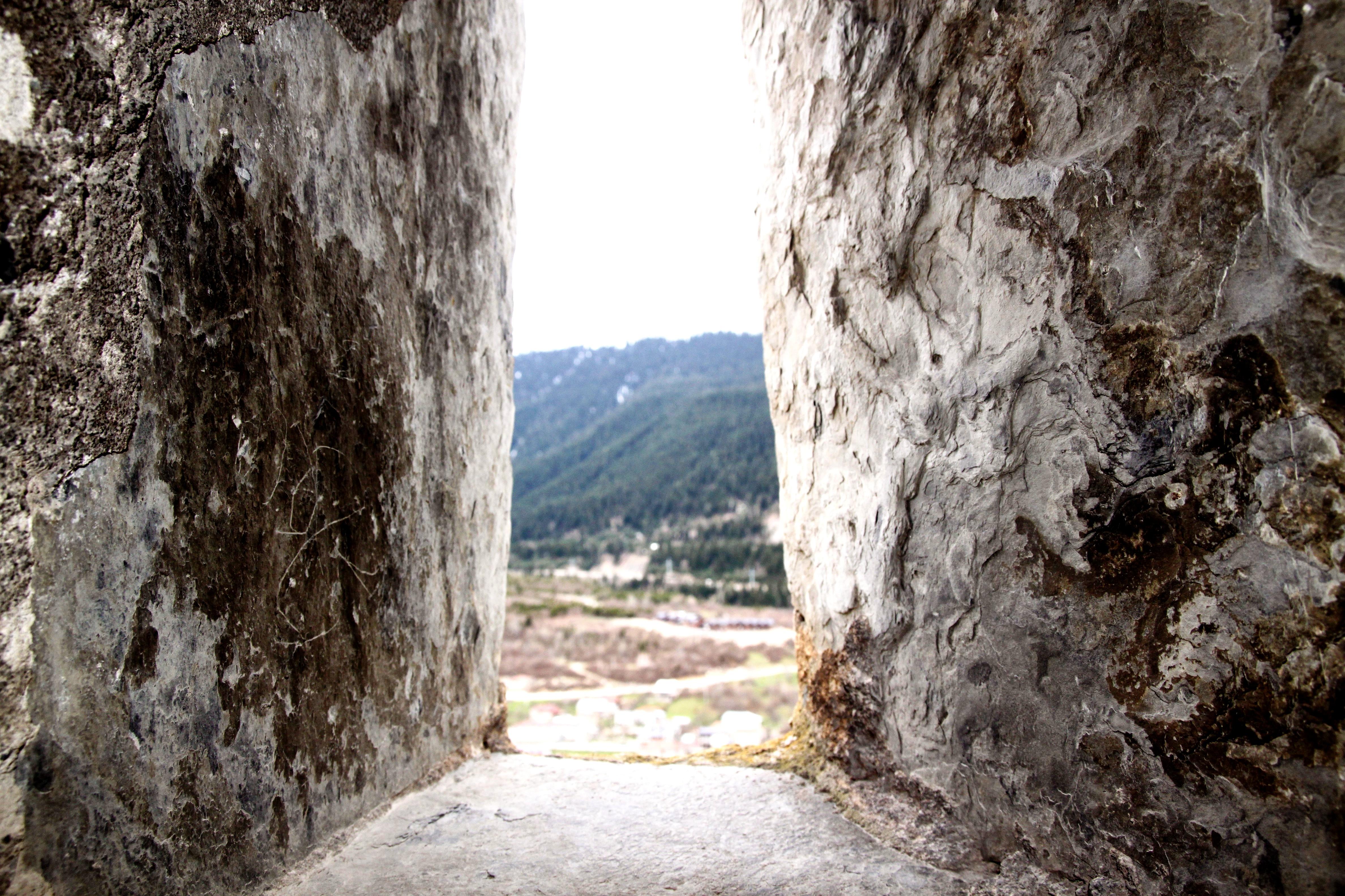 окно в сванской башне
