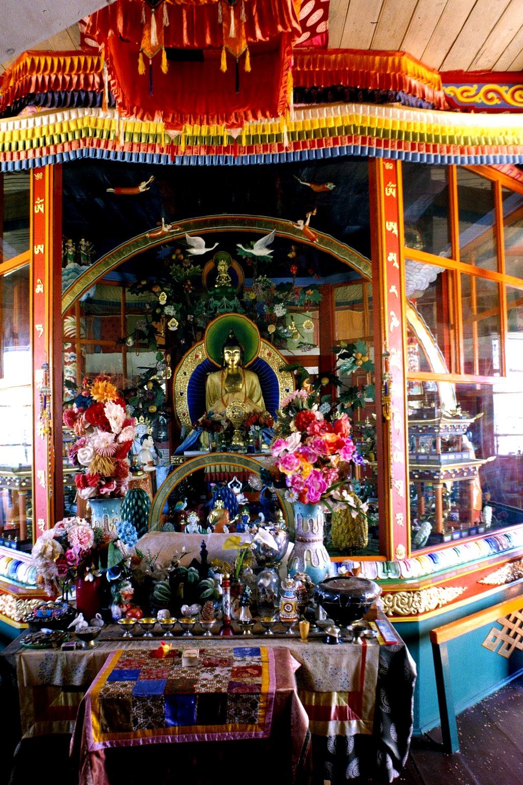 статуи будды в дацане