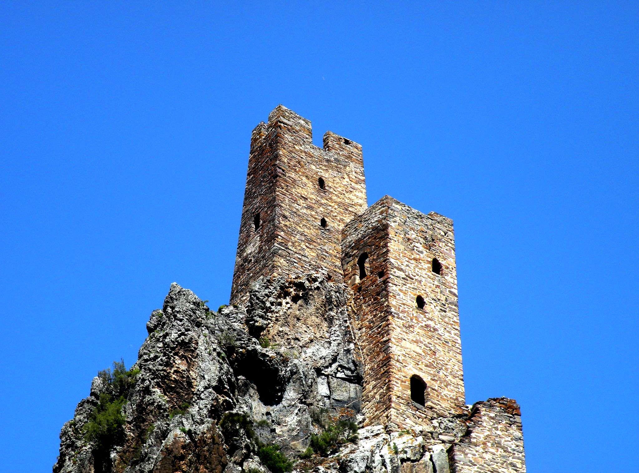 двойные башни