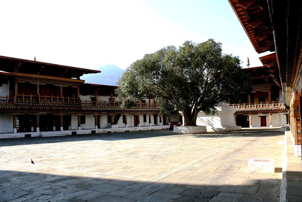 внутренний двор дзонга