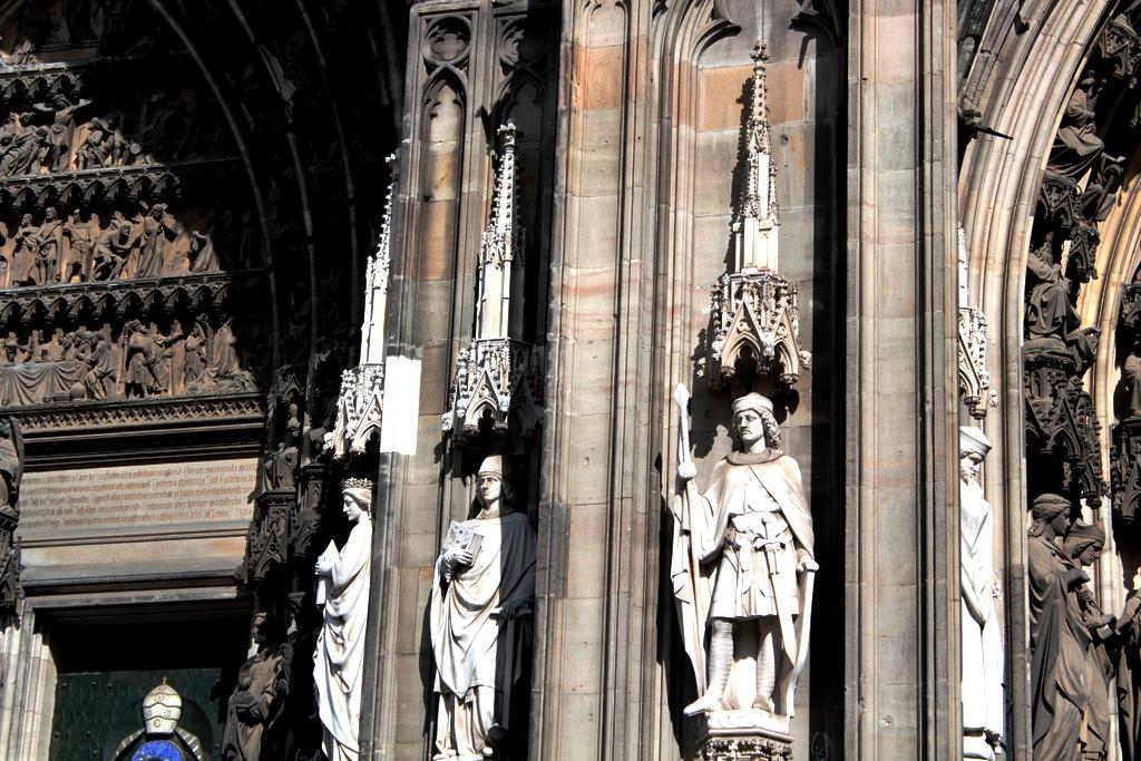 статуи кельнского собора