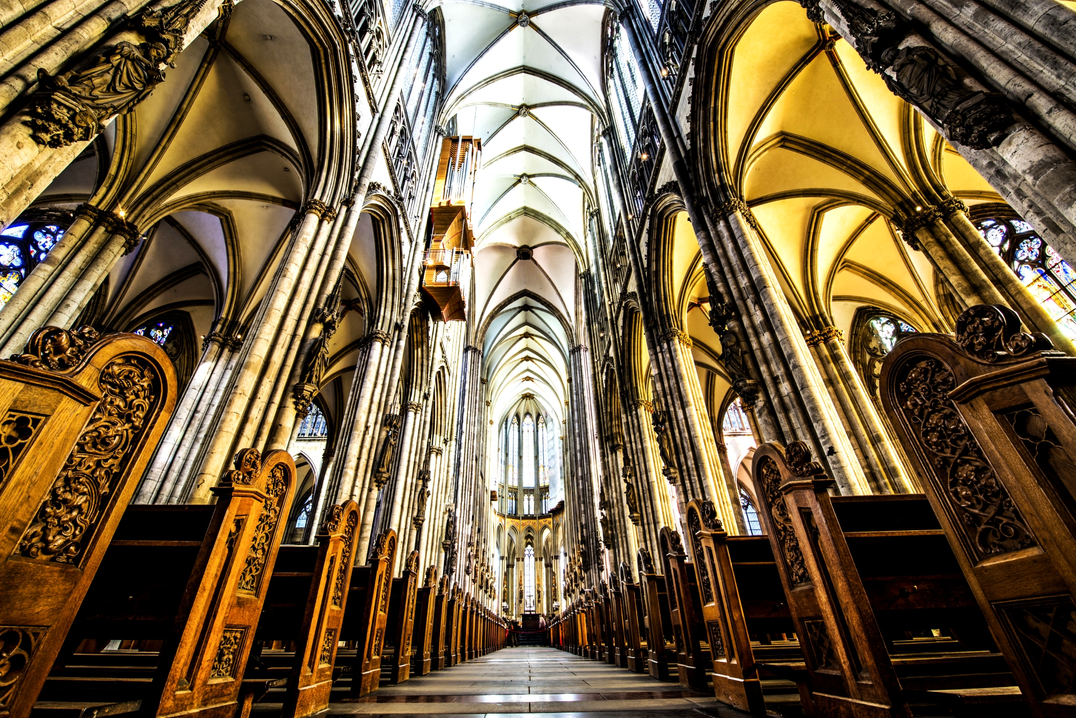 зал кельнского собора