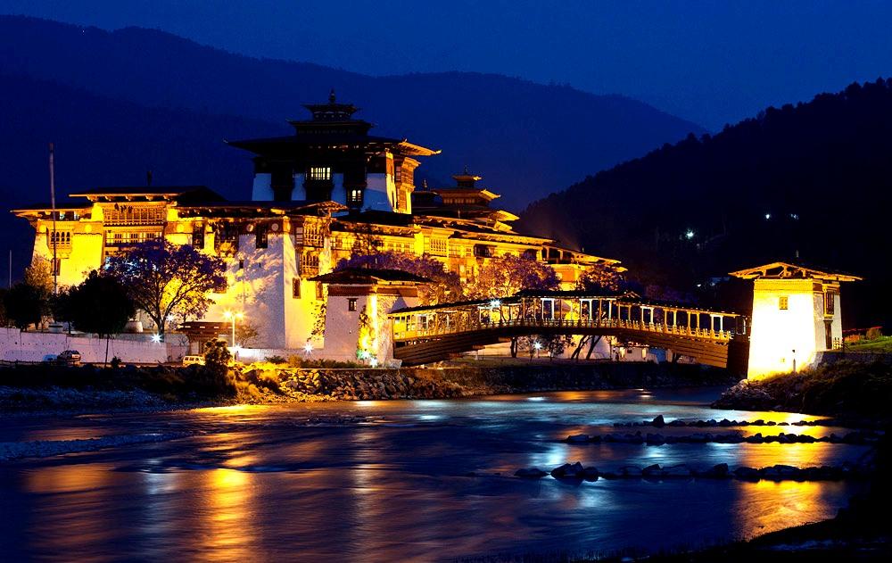 пунакха-дзонг ночью