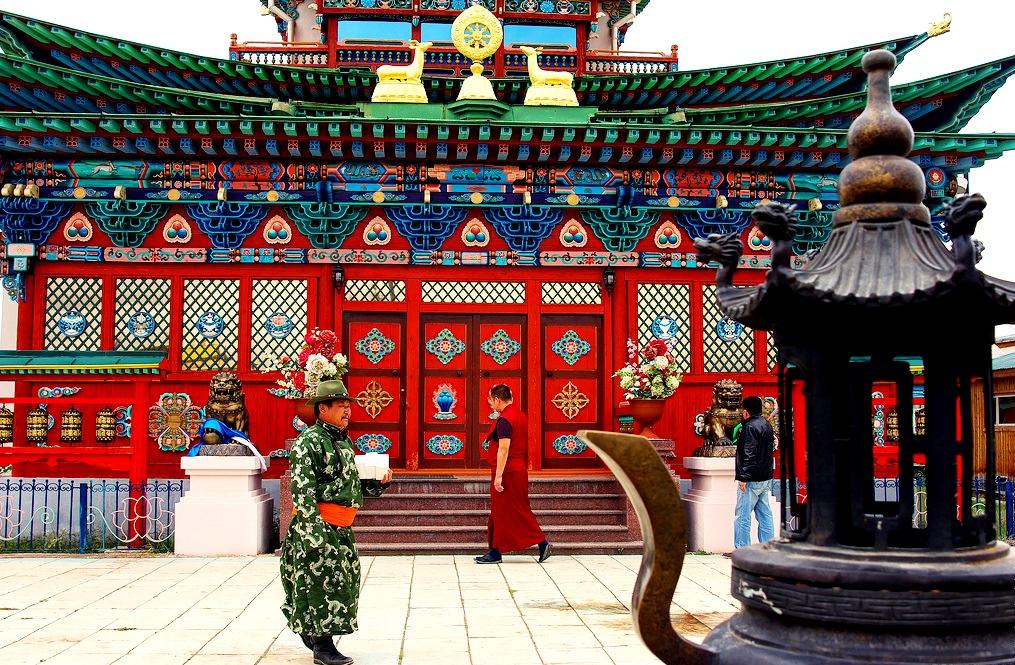 красный храм в дацане