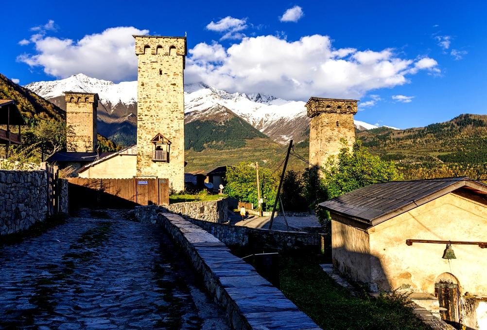 изящные башни грузии