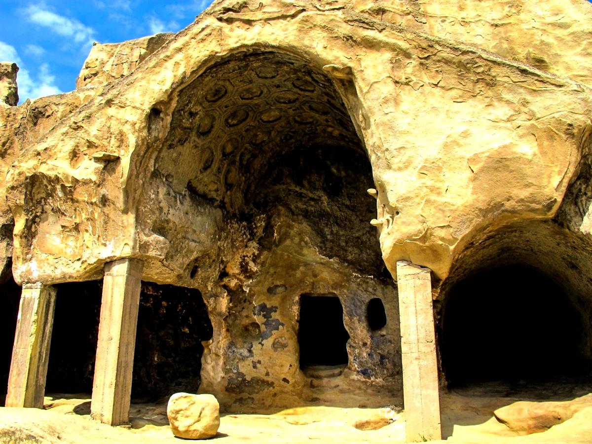 скальных храм уплисцихе