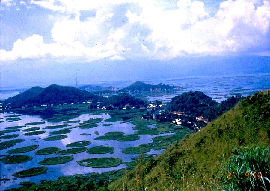 панорама озера локтак