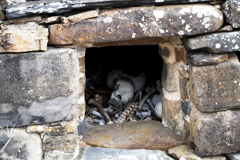 внутри ингушского склепа