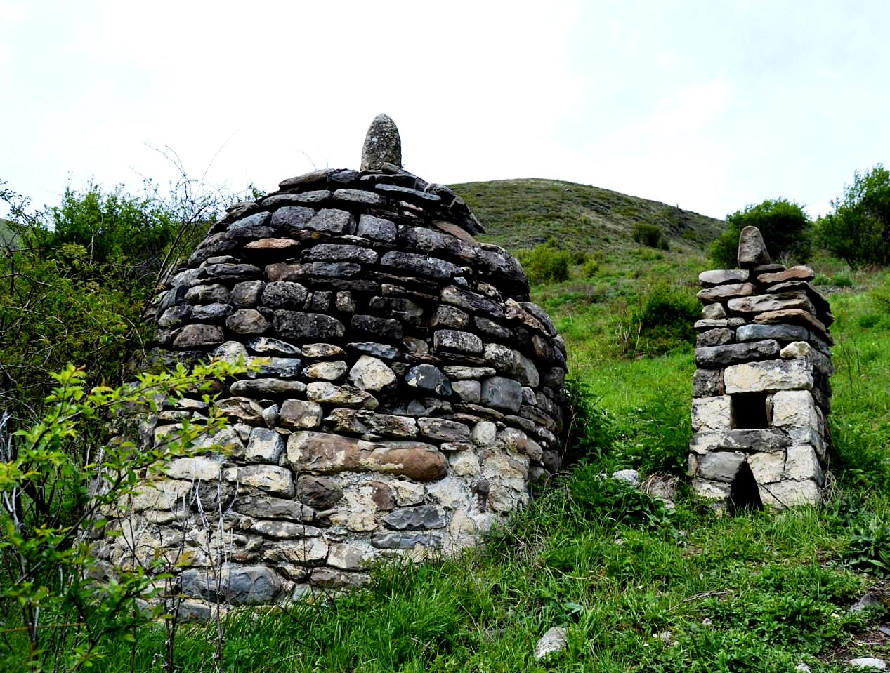древние склепы кавказа