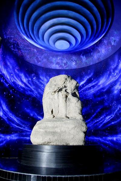 бог в камне