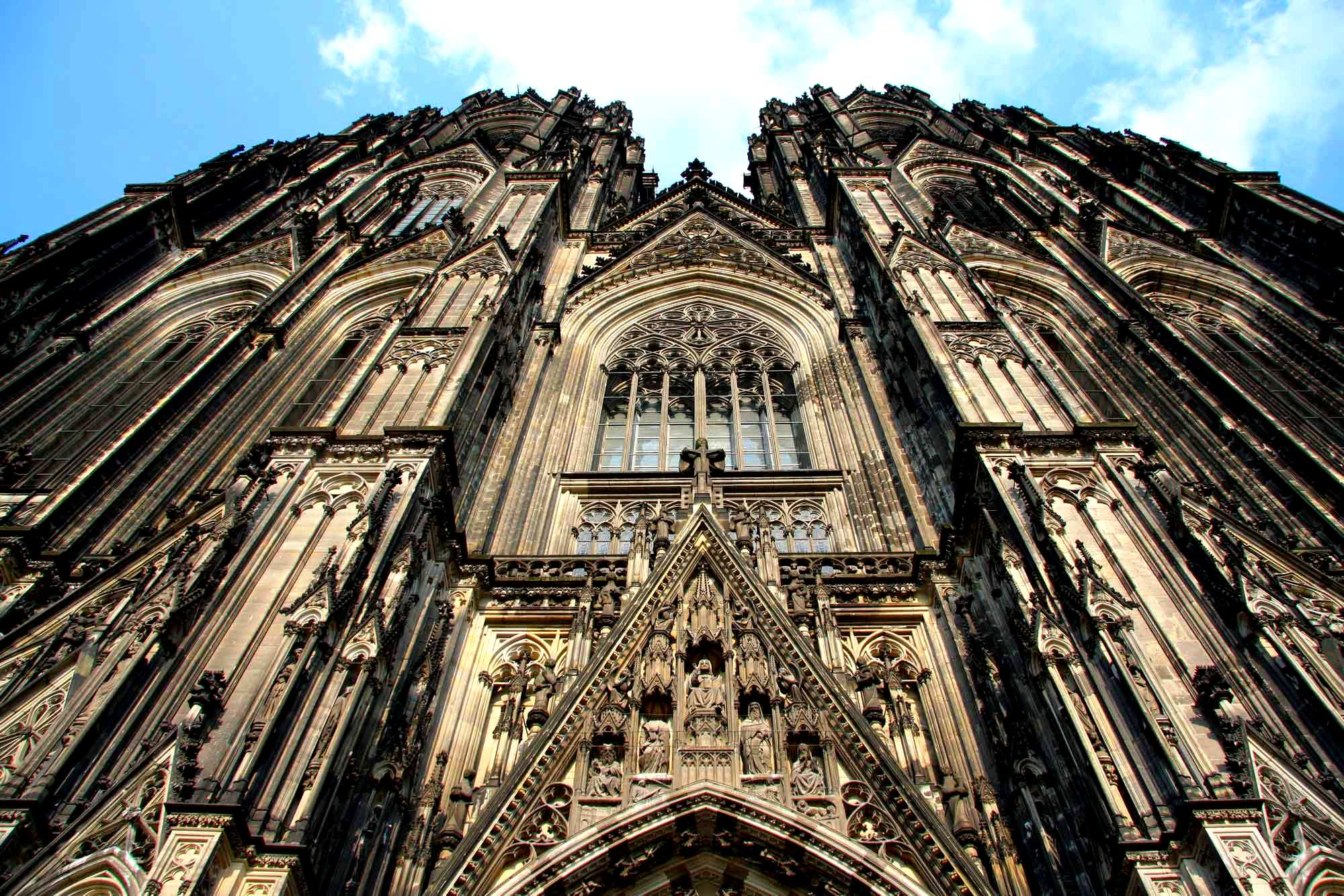 фронтальный вид на кельнский собор