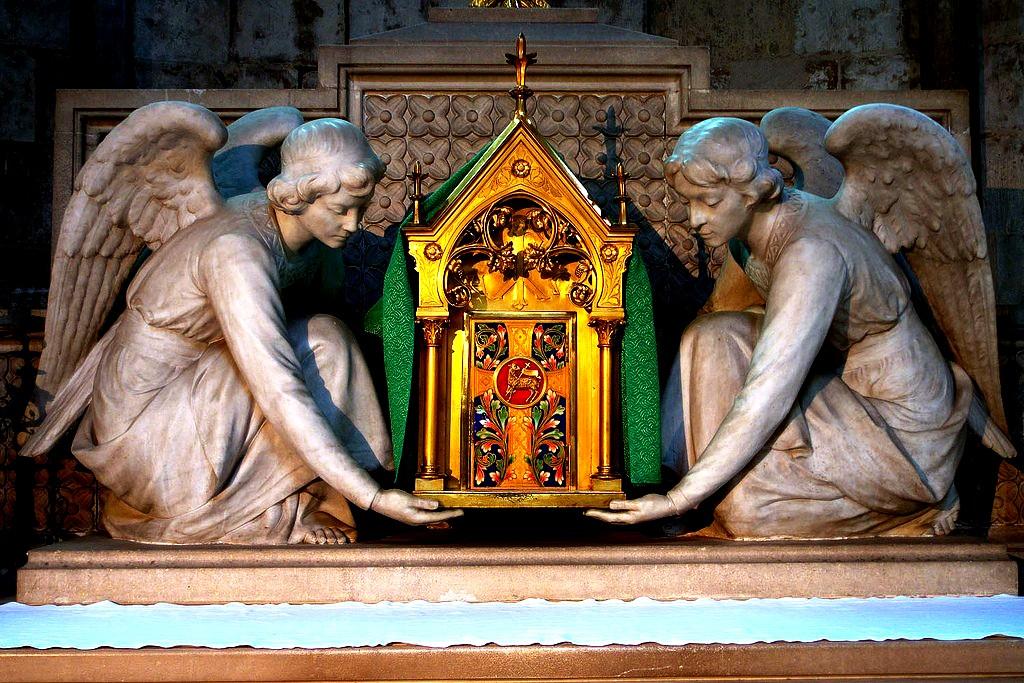 скульптуры ангелов