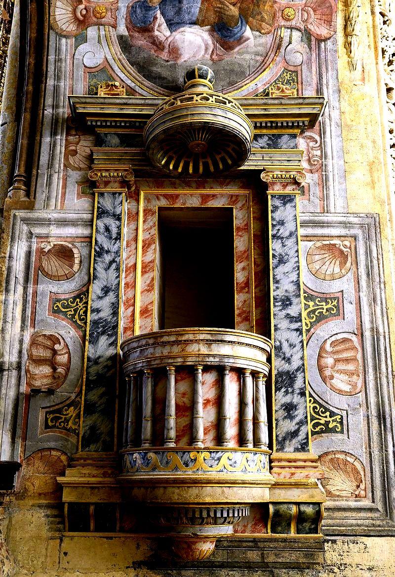 балкон в церкви