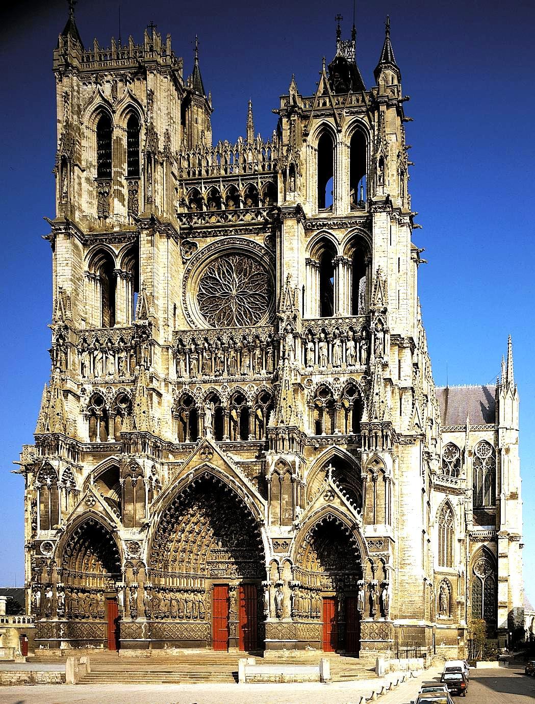 стены амьенского собора