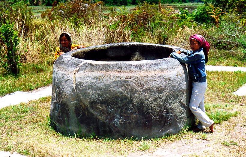 каменный сосуд долины бада