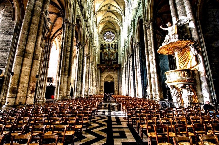 внутри амьенского собора