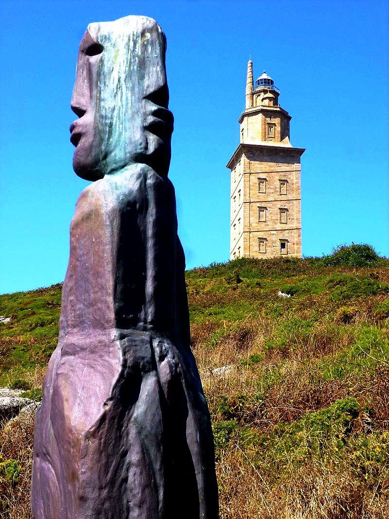 статуя у башни геркулеса
