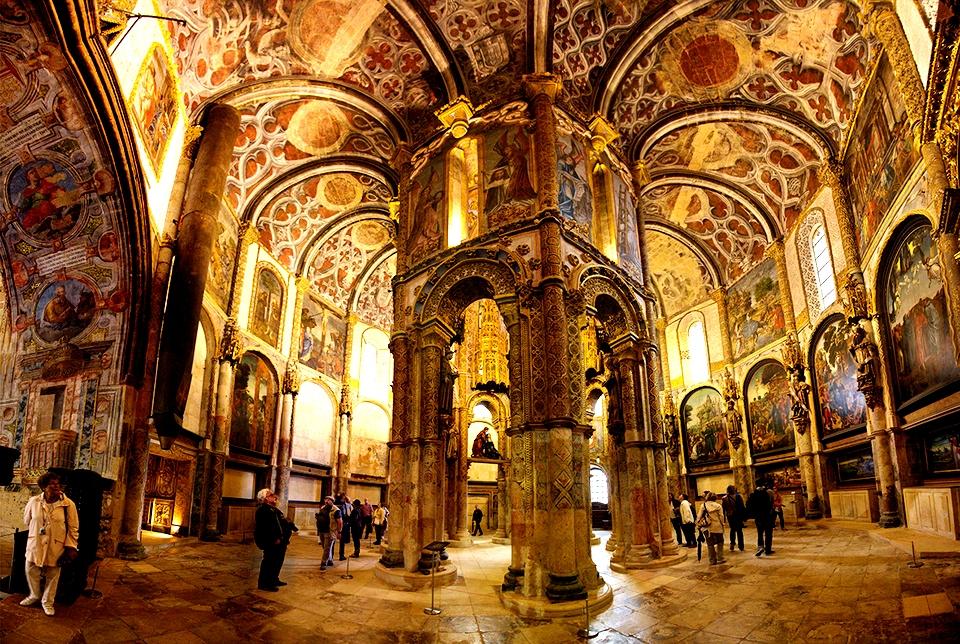 внутри церкви замка тамплиеров