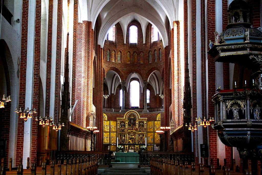 внутри собора в роскилле