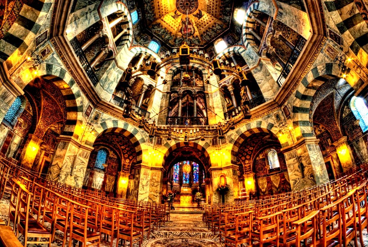 внутри ахенского собора