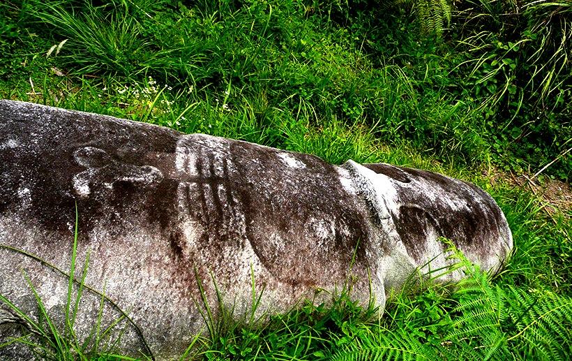 лежащая статуя долины бада