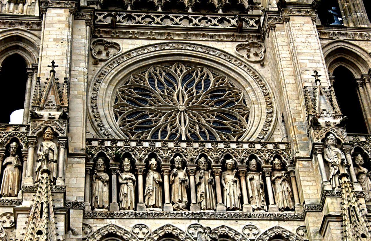 барельефы амьенского собора