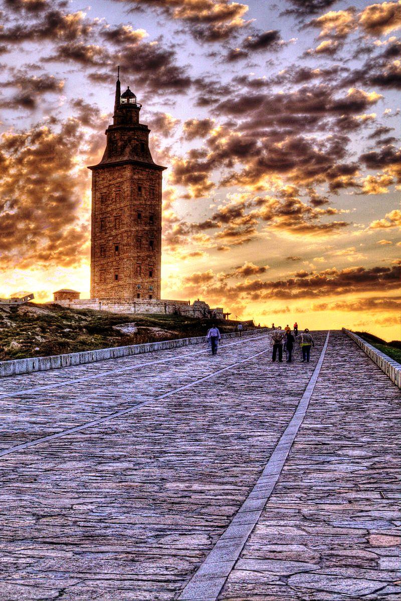 закат у башни геркулеса