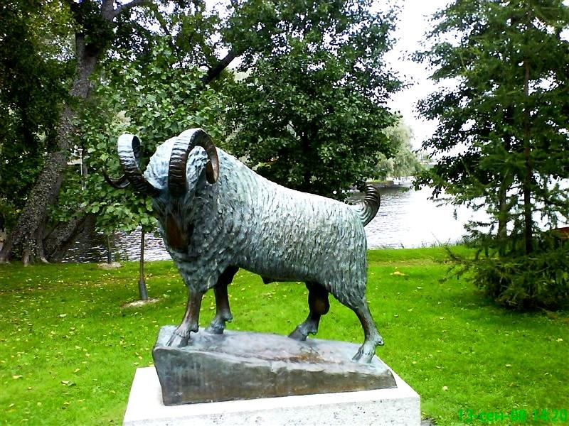 памятник черному барашку