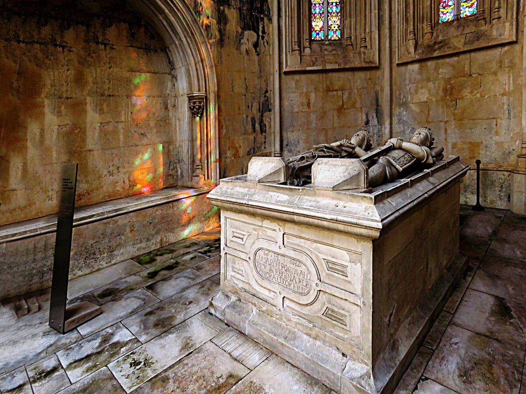 саркофаги королей