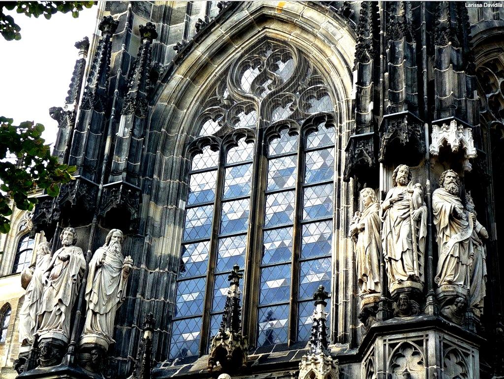 статуи имперского собора