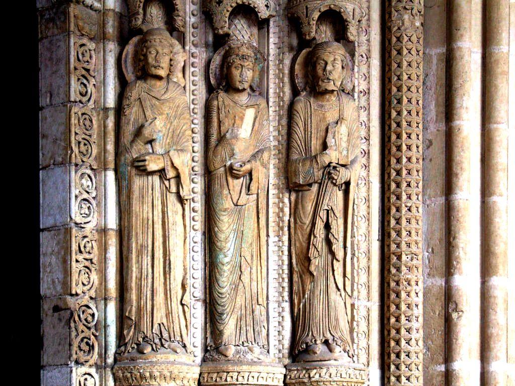 статуи буржского собора