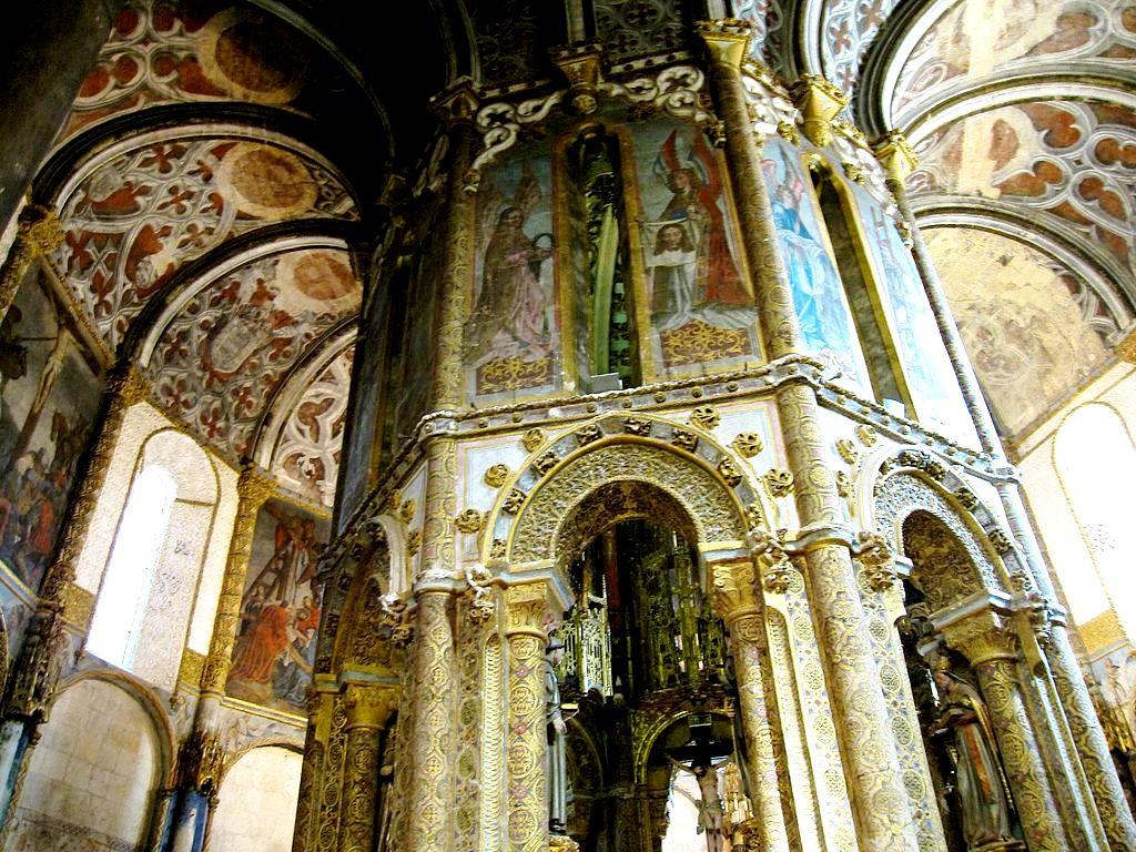 интерьер церкви замка тамплиеров